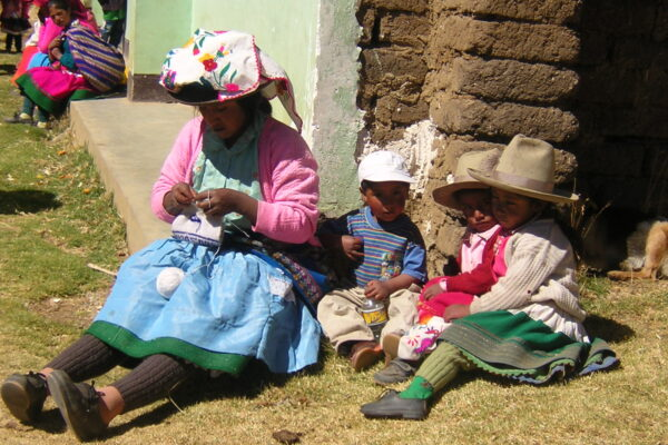 Niños quechuas apadrinados