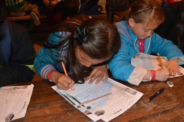 Escribiendo cartas a padrinos de España