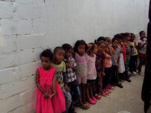 200 niños y niñas esperan la reapertura de los comedores sociales en la zona de Maracaibo